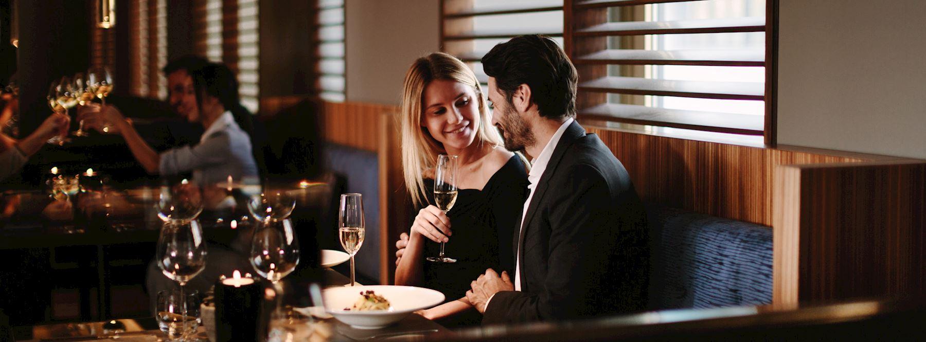 PanEVO dining couple